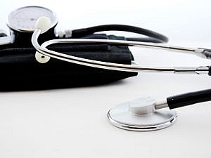 Jak rozwiązać problem ubezpieczenia zdrowotnego pracując na umowie o dzieło